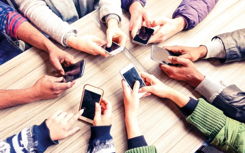 الصورة: انتعاش متوقع لسوق الهواتف الذكية في 2020 مدعوماً بـ «الجيل الخامس»