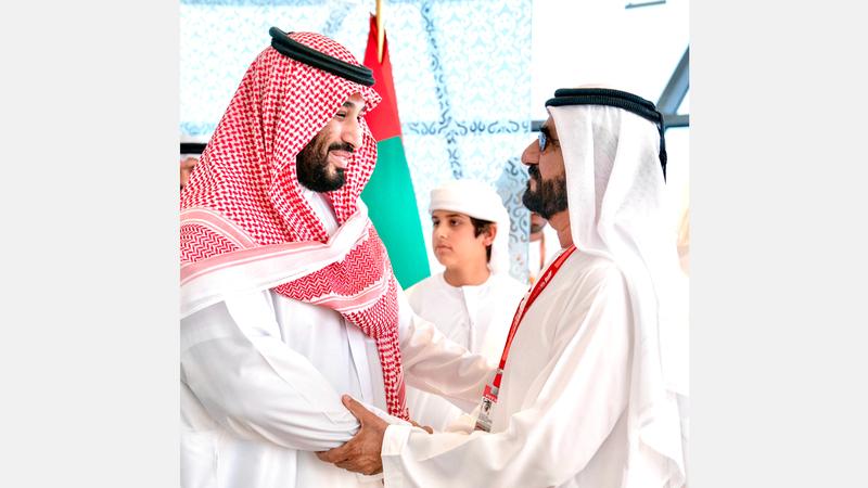 محمد بن راشد ومحمد بن سلمان خلال حضورهما منافسات جائزة«الاتحاد للفورمولا 1». وام