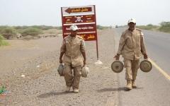 الصورة: إصابة يمنيين في انفجار لغمين حوثيين بالحديدة والضالع