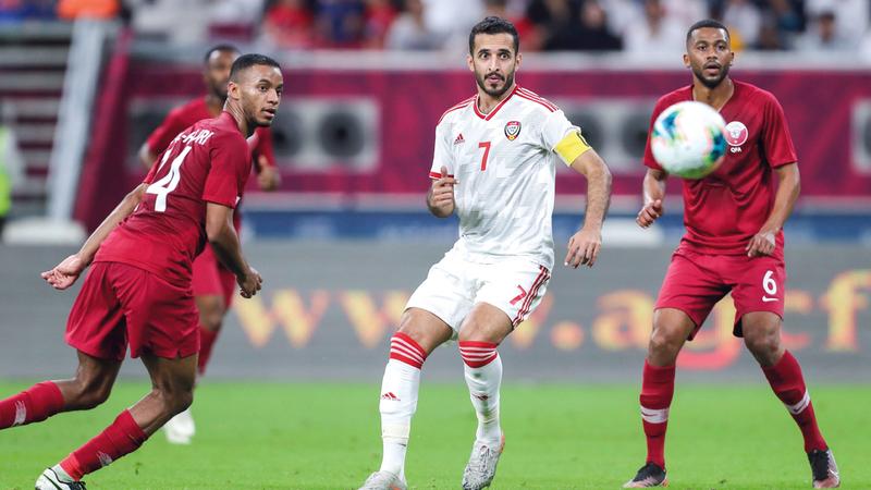 علي مبخوت سجل هدفين للمنتخب في المرمى القطري. أ.ف.ب
