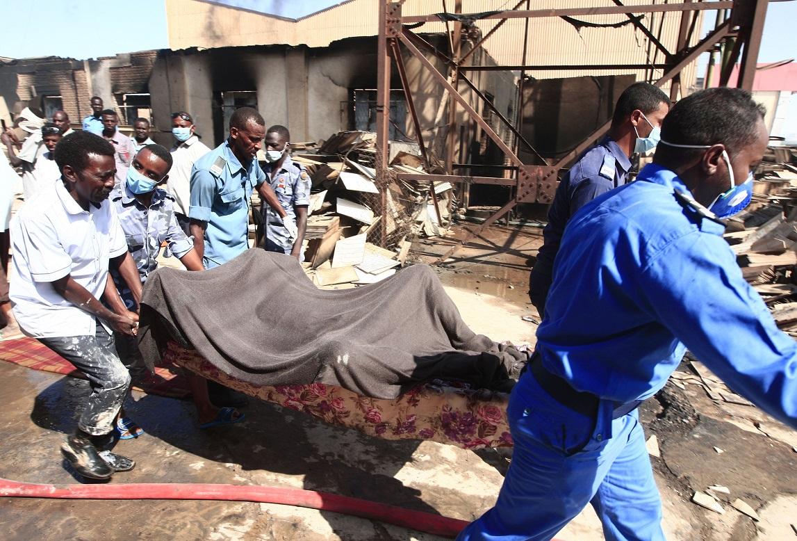 أحد ضحايا الحريق - أ. ف. ب