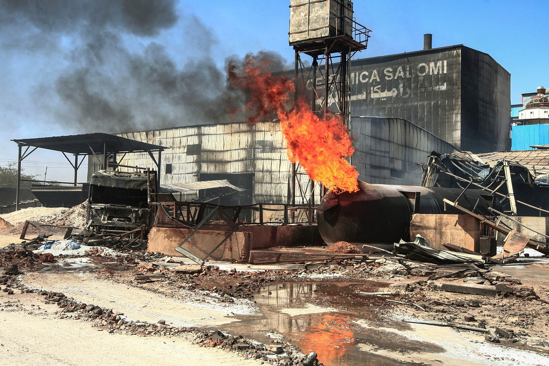 حريق مصنع السيراميك بالخرطوم - أ. ف. ب