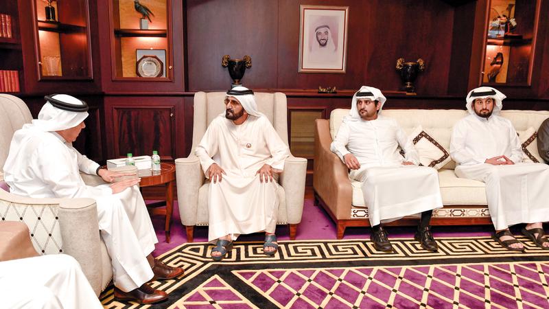 محمد بن راشد لدى استقباله الزياني بحضور مكتوم بن محمد وأحمد بن محمد. وام