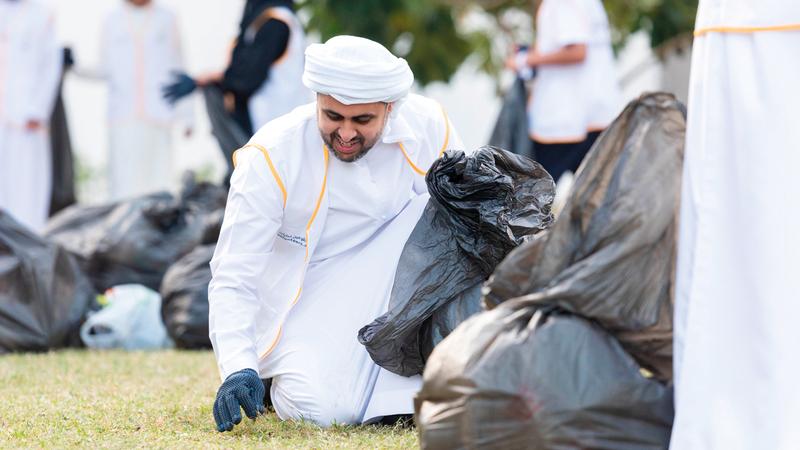 ذياب بن محمد بن زايد تقدّم المتطوعين. وام