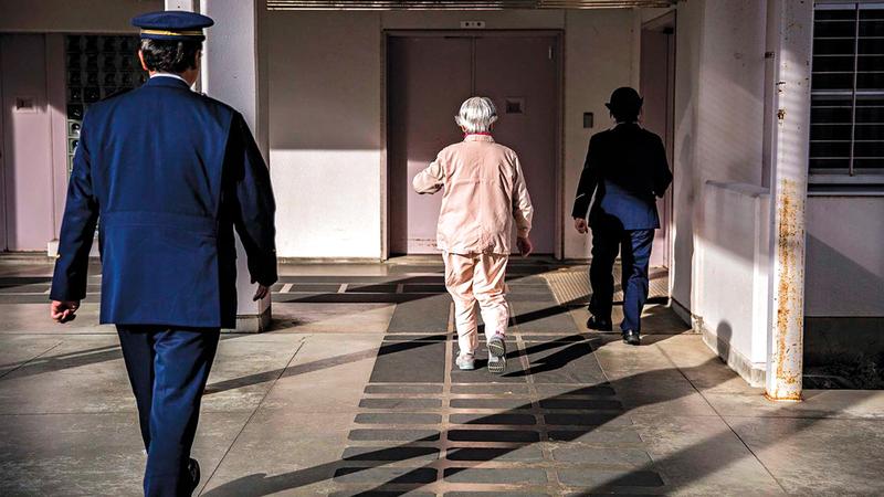 السجناء المسنون في اليابان يشعرون بالانتماء داخل السجن. غيتي