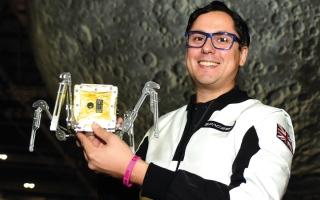 الصورة: «سبيس بت» تختار الإمارات لاختبار أصغر مسبار إلى القمر