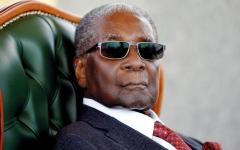 الصورة: موغابي مات معدماً تقريباً بالنسبة إلى نظرائه الآخرين