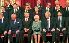 الصورة: الملكة إليزابيث توبّخ ابنتها في حفل استقبال زعماء «الناتو»