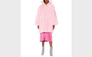 الصورة: المعطف يتألق بألوان زاهية