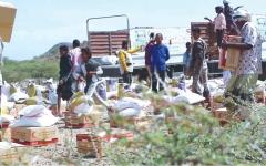 الصورة: قوافل إغاثية إماراتية لسكان تعز وحضرموت