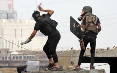 الصورة: قمع المتظاهرين في العراق يعيد إلى الأذهان ممارسات العهد الديكتاتوري