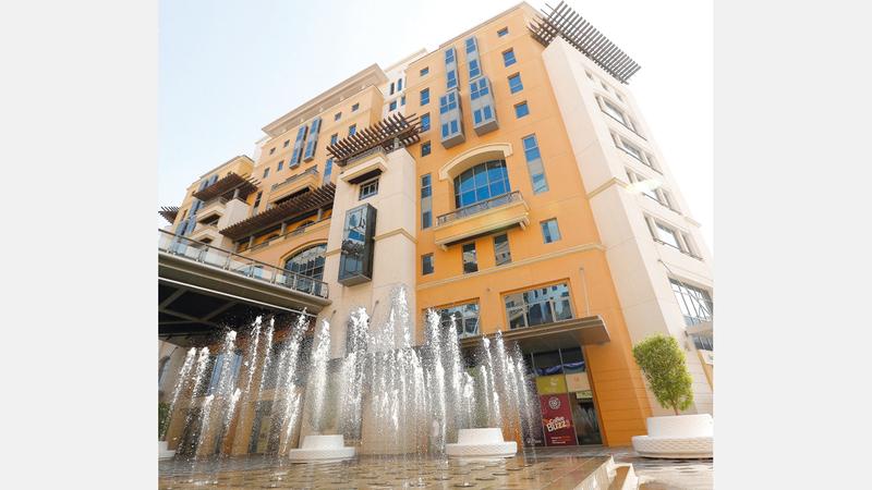 اقتصادية دبي أكدت أهمية التزام التجار بالقوانين والتعليمات المنظمة لمزاولة الأعمال. أرشيفية
