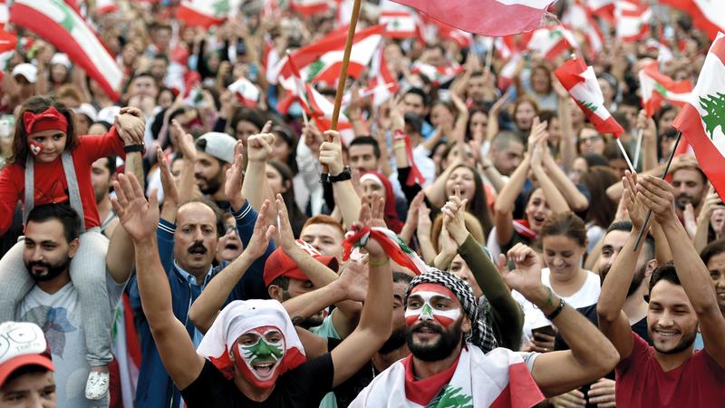 متظاهرو لبنان أكدوا رفضهم تولي سمير الخطيب رئاسة الحكومة. أرشيفية