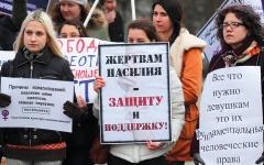 الصورة: ثغرات القوانين الروسية تُعرِّض النساء للعنف الشديد