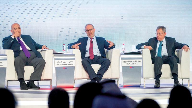 السنيورة والمعشر وأديب خلال جلسة «التحولات السياسية في الوطن العربي». من المصدر