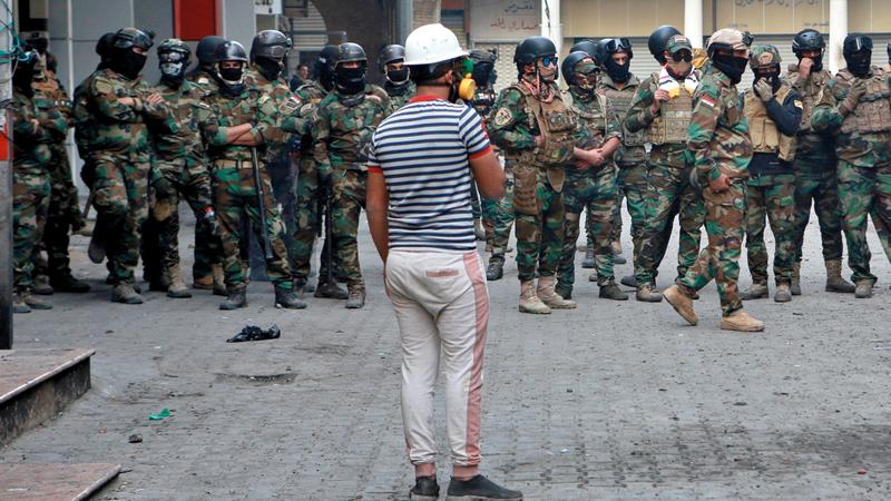 قوات الأمن توجد بكثافة لقمع المتظاهرين في شوارع بغداد. أ.ب