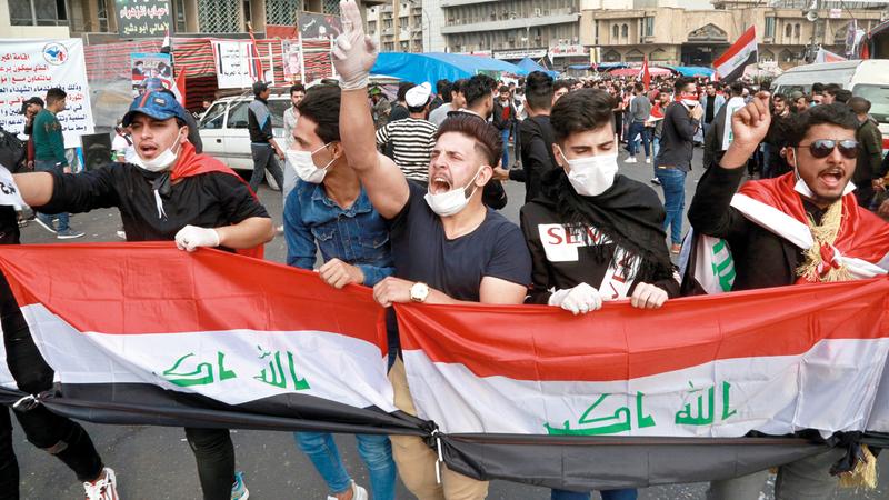 المتظاهرون مصممون على البقاء في ساحة التحرير حتى تحقيق مطالبهم. أ.ب