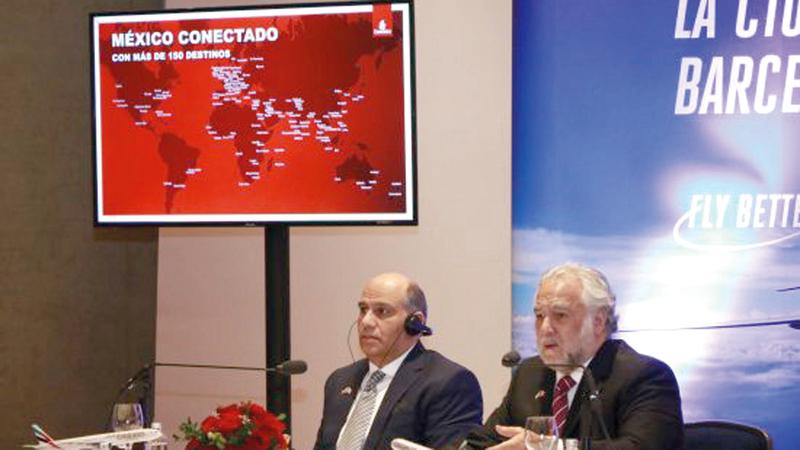 ميجيل توركو ماركيز (إلى اليمين) وعبيدالله خلال المؤتمر الصحافي. من المصدر