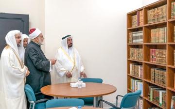 الصورة: حاكم الشارقة يهدي «الإسلامية» مخطوطتين نادرتين ويدشن موقعها الإلكتروني