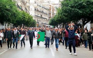 الصورة: الجزائريون يصوّتون لاختيار الرئيس الجديد  على وقع الاحتجاجات