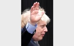 الصورة: بوريس جونسون بطل «بريكست» الفائز بالضربة القاضـية في الانتخابات البريطانية