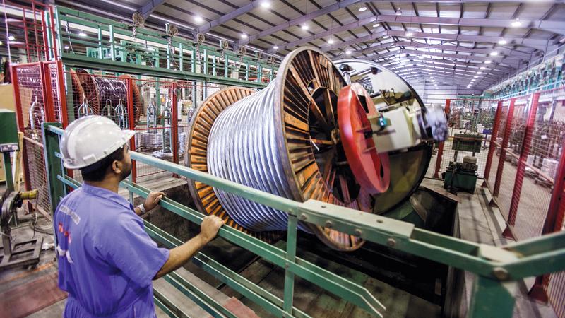 المصانع في الإمارات تطبّق أحدث التكنولوجيا الخاصة بالتصنيع والإنتاج. أرشيفية