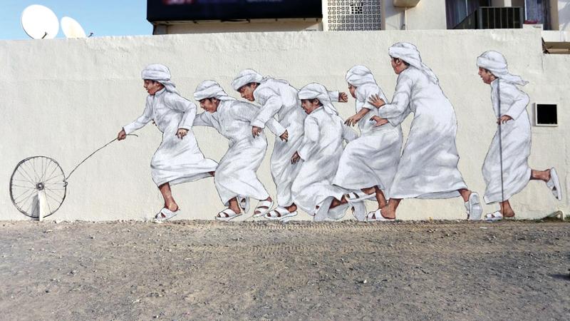 الجداريات الفنية تتكامل فيها ملامح الأصالة مع عناصر الحداثة. أرشيفية