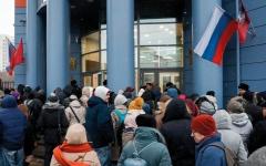الصورة: بلاغات عن تفخيخ مبانٍ في موسكو تُجلي أكثر من 70 ألف شخص
