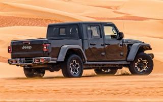 الصورة: الكشف عن «جيب جلاديتور 2020» بمهرجان ليوا الصحراوي