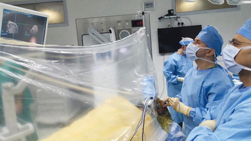 جهاز «الملاحة الجراحي» يرفع نسب نجاح العملية لتصل إلى 97%. من المصدر