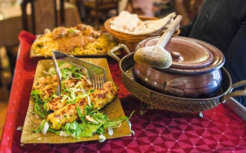 الصورة: 6 نصائح لتفادي الإصابة بالتسمم الغذائي في المطاعم