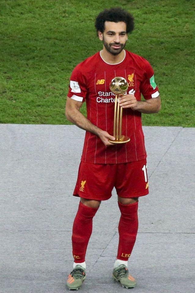 محمد صلاح يتسلم جائزة أفضل لاعب في البطولة