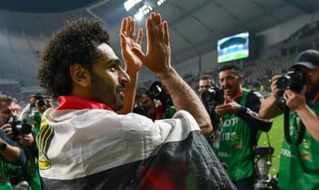 محمد صلاح حرص على التواصل مع الجماهير بعد المباراة