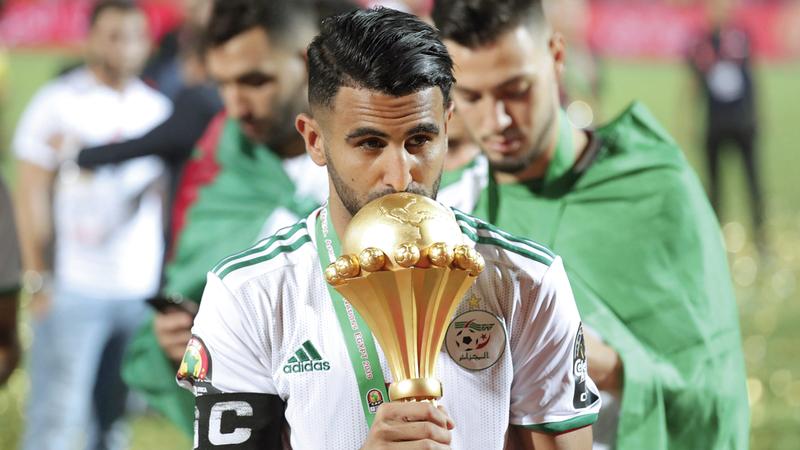 اللقب الأهم لمحرز كان قيادة الجزائر إلى كأس إفريقيا. من المصدر