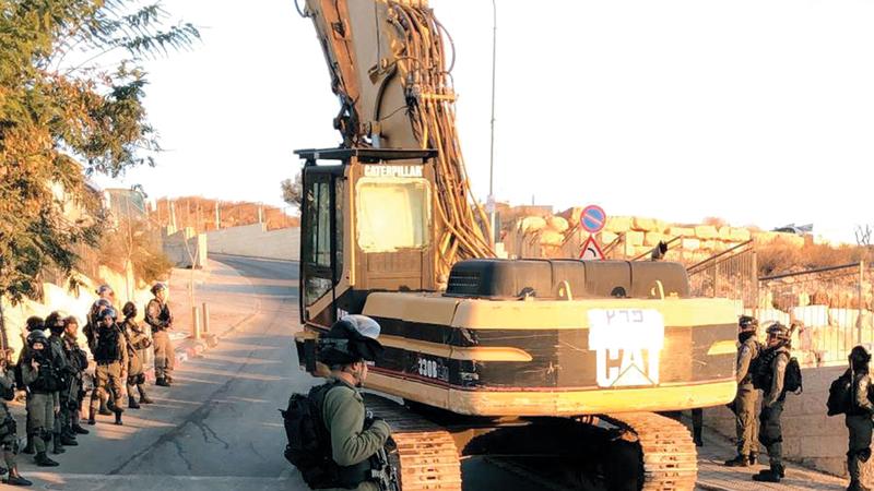 قوات إسرائيلية رافقت الجرافات أثناء عملية هدم منزل حاتم خليل في العيساوية. من المصدر