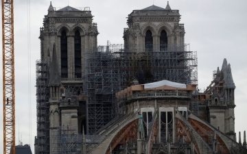 الصورة: «السقالات» تهدد نوتردام.. كاتدرائية باريس تدخل مرحلة الخطر