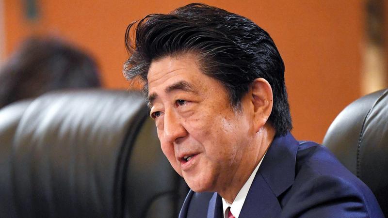 شينزو آبي قد يتأثر شعبياً بعد تورط نائب في حزبه مكلف بملف بناء الكازينوهات بتقاضي رشى. رويترز