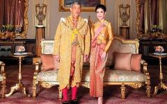الصورة: ملك تايلاند يجرّد قرينته الملكية من لقبها ويطردها لسوء السلوك