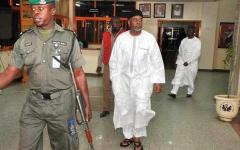 الصورة: نيجيريا تُفرج عن مسؤول سابق متهم بسرقة ملياري دولار