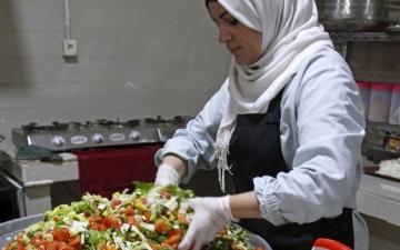 الصورة: «ممنوع حدا يكون جوعان».. مبادرات وتضامن في ساحات التظاهر بلبنان