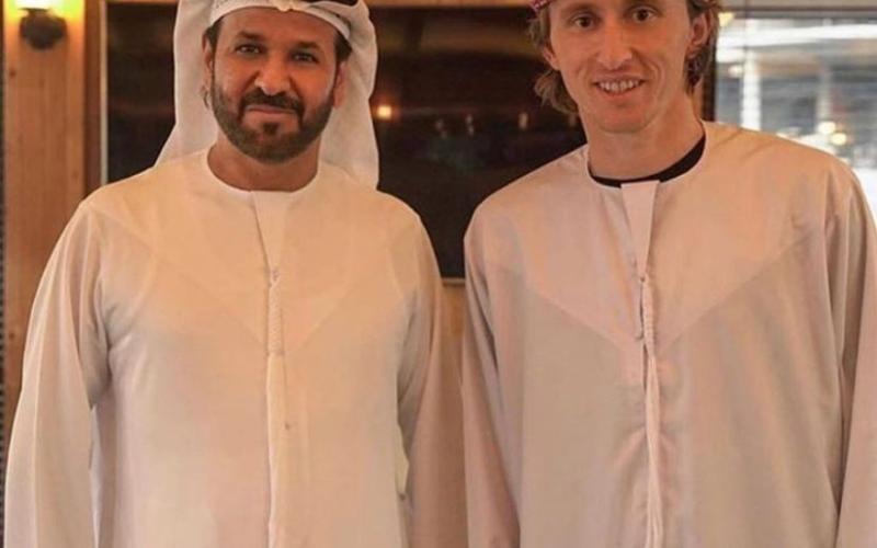 """الصورة: بالفيديو والصور.. لوكا مودريتش يحمل نمر في دبي ويقول """"مرحبا الساع"""""""