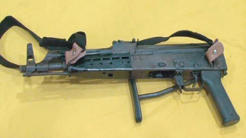 سلاح رشاش تم ضبطه بحوزة العناصر المطلوبة أمنياً. واس