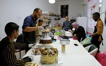 الصورة: بالصور.. الليبيون يحاربون البطالة بالحلويات والكعك