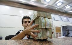الصورة: ميليشيات الحوثي تعرقل صرف رواتب الموظفين والمتقاعدين