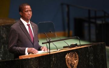 الصورة: رحيل السفير الأميركي من زامبيا بسبب مثليين