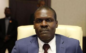 الصورة: موقف إنساني وراء نجاة وزير العدل السوداني من تحطم طائرة «الجنينة»