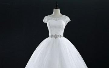 الصورة: ذهبت لشراء فستان الزفاف فماتت وعادت في الكفن