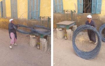 الصورة: المرأة الحديدية.. مصرية تتحدى الصعاب بعمل شاق يحتكره الرجال