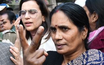الصورة: محكمة هندية تحدد موعد إعدام المتهمين في جريمة «طالبة الحافلة» الوحشية