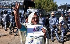الصورة: سياسيون سودانيون يؤكدون ذهاب دولة البشير.. وآخرون يحذرون من عمق «التمكين الإخواني»